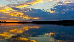 Half a Sunset is better than none !! (Bob's Digital Eye) Tags: 2017 bobsdigitaleye canon canonefs1855mmf3556isll clouds flicker flickr lakesunsets lakescape silhouette sky sunset sunsetsoverwater t3i laquintaessenza lakesunset water h2o landscape lake reflections