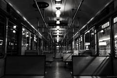 A la espera del comienzo del día (julyyale) Tags: subte fuga luces light metro bw blancoynegro blackandwhite bn canon canont5i monocromo monocromatico monochrome perspective perspectiva subway