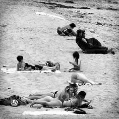 sun seekers (Le Xuan-Cung) Tags: sunseekers huntingtonbeach california usa streetphotography people streetshots streetscene mood atmosphere livinginhuntingtonbeach livingincalifornia livinginusa sw bw nb blackandwhite noiretblanc ngc