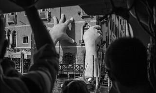 Les mains, Venice