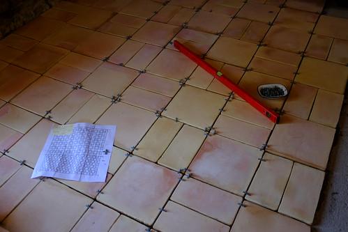 Laying terracotta tiles
