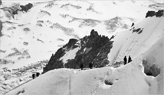 Alpinistes ralliant l'Aiguille du Midi (3842m) Haute Savoie, Alpes, France