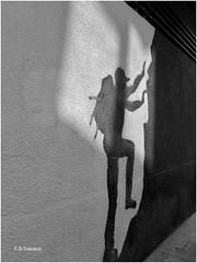 Escenas en Las Rozas. Scenes in Las Rozas. (Esetoscano) Tags: graffiti calle street bw bn byn pared wall texturas textures lasrozasdemadrid comunidaddemadrid españa spain