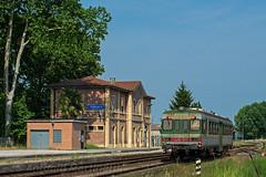 Padana a casa sua… (Antonio Martinetti) Tags: ferrovie ferrocarriles ferrovia fiat vasut vonat vlak fer ferrara ferrarese ostellato treno train tper 663