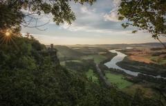 Kinnoull Hill sunrise (Katherine Fotheringham) Tags: kinnoull hill perth perthshire scotland sunrise sunburst summer trees cliff