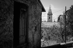 20764 - Campanile (Diego Rosato) Tags: campanile tower bell casa house bianconero blackwhite nikon d700 50mm rawtherapee rocca rook calascio