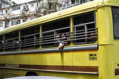sonrisas desde el bus, Mumbai (Sebhue) Tags: mumbai india bombay