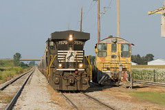 NS 7579 at Cruger (BSTPWRAIL) Tags: ns norfolk southern tpw toledo peoria western railroad railway railamerica rail way road america loaded grain train locomotive illinois gw genesee wyoming cruger es40dc sw10 up union pacific locomotives