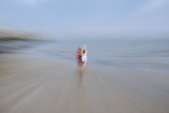Les deux amies..... (Isa-belle33) Tags: ocean beach plage sea mer water people women filé imc fuji fujifilm gironde andernos fujixt1 nature
