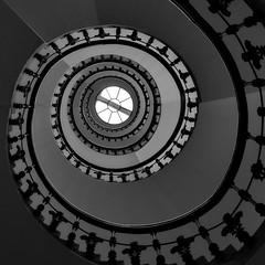 roundstairs (heinzkren) Tags: wendeltreppe schwarzweis blackandwhite monochrome architektur architecture panasonic lumix wien vienna austria börse theophilhansen