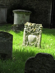 Gravestone with skulls, Great Church Yard, Bury St. Edmunds, England (Paul McClure DC) Tags: burystedmunds england britain suffolk eastanglia aug2017 historic cemetery sculpture