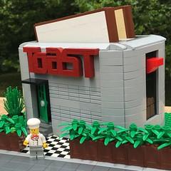 MOC: Pop up Restuarant (eurotrash48903) Tags: afol popuprestaurant toaster modular moc lego