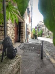 Paris (lydiagosset) Tags: paris insolite chaussure