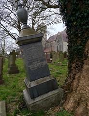 Gwthio (Rhisiart Hincks) Tags: wales kembre cymru graveyard grave tree gwezenn crann craobh coeden saintaugustine santawstin penarth cladh hilerri kanponsantu mynwent bered bez uaigh maenbez beddfaen carregfedd bedd a'chuimrigh kembra gales galles anbhreatainbheag 威爾斯 威尔士 wallis uels kimrio valbretland 웨일즈 велс gallas walia เวลส์ ويلز uells ουαλία velsa velsas уельс уэльс уелс ウェールズ 威爾士 ue eu ewrop europe eòrpa europa aneoraip
