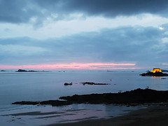 Twilight in Saint-Malo (Monceau) Tags: twilight odc sea beach fort sky rocks saintmalo brittany france