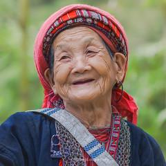 G3220(1).1012.Hồ Thầu.Hoàng Su Phì.Hà Giang. (hoanglongphoto) Tags: asia asian outdoor portrait outdoorportrait women hmongwomen people hmongpeople theelderly portraitoftheelderly oldwomen gammer color colorimage canon canoneos5dmarkii canonlensef85mmf12liiusm vietnam hàgiang hoàngsuphì hồthầu chândung ngoàitrời chândungngoàitrời conngười người ngườigià bàgià bàlão ngườihmông chândungngườigià màu ảnhmàu fun tohavefun vuivẻ laugh cười candid candidcapture candidimage chânthực tựnhiên chụptựnhiên hìnhảnhchânthực 1x1 imagesize1x1 5x5