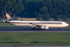 9V-SSA / Singapore Airlines / Airbus A330-343 (Charles Cunliffe) Tags: canon7dmkii aviation singaporechangiairport wsss sin singaporeairlines sq sia airbus a330 a330300 9vssa