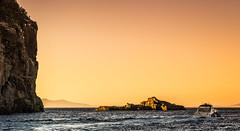 Ras Tarf à Cabo Negro - Maroc (Bouhsina Photography) Tags: bateau montagne ras tarf cabo negro tétouan maroc mediterrannée coucher soleil sunset été lumière jaune orange bouhsina bouhsinaphotography canon 5diii ef2470