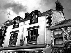 Arched windows (Snapshooter46) Tags: archedwindows kirkbylonsdale cumbria architecture monochrome blackandwhite photosketch mainstreet parmaviolet shop