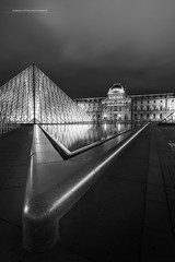 Le Louvre - PARIS- (f.ray35) Tags: architecture louvre paris noiretblanc blackandwhite illedefrance monochrome contraste canon light night uga