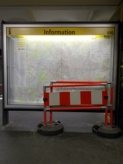 Baustelleninformation (h.d.lange) Tags: berlin schöneberg ubahn ubahnhof information schautafel liniennetz stadtplan bauzaun bahnsteig bvg