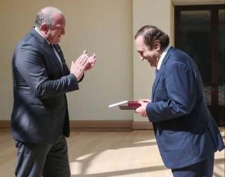 Le Président de la République de Géorgie décore Michel Sogny des insignes de l'honneur