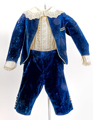 Boy's Blue Velvet suit (Madison Historical Society (CT-USA)) Tags: madisonhistoricalsociety madisonhistory mhs madison connecticut conn ct country usa newengland nikond600 nikon d600 bobgundersen old historical history museum antiques allisbushnellhouse abhouse route1 bostonpostroad costume clothing interesting image inside indoor photo picture shot blue 2485mmf3545g
