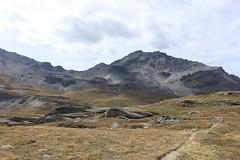 Plaine de Lona et le Sasseneire (bulbocode909) Tags: valais suisse grimentz plainedelona sasseneire valdanniviers montagnes nature sentiers nuages paysages cabanedesbecsdebosson
