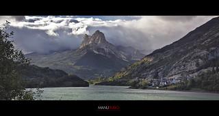 Embalse de Lanuza y Peña Foratata, Pirineo Aragones.