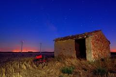 Vacante (6toros6) Tags: alfredo aficionados azul sombras d7100 noche juego nikon luz navarra naturaleza nocturna paisaje olvidado cielo ruinas trankilidad estrellas color campo casa comunidadforaldenavarra monte
