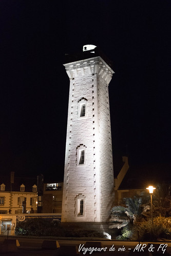 """Phare de Roscoff de nuit • <a style=""""font-size:0.8em;"""" href=""""http://www.flickr.com/photos/151667760@N04/36606422380/"""" target=""""_blank"""">View on Flickr</a>"""