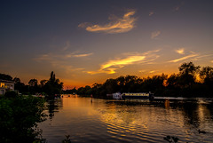 Paddle-boarding into the Sunset (mike_reid.5710) Tags: tvp england thamesvalley berkshire reading