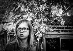 Girl at Skansen in Stockholm, Sweden 7/8 2017. (photoola) Tags: stockholm skansen barn sv djurgården child kids photoola monochrome blackandwhite girl