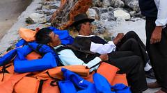 DESCANSANDO (Erick Llanos) Tags: huaráz perú sierra descansando laguna llanganuco hombres men orange blue tumbados chalecos rocas canon canon700d canon1855mm canoneos700d canon1855 canoneost5i efs1855mm eos colores colours