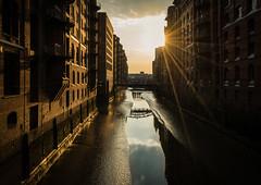 Hamburg- Speicherstadt Sunrise (herr_muenchen) Tags: elbe gegenlicht hafencity norddeutschland sommer sonne sonnenaufgang speicherstadt architektur