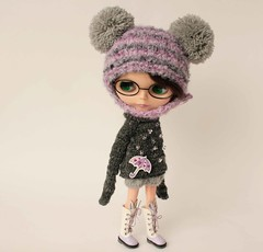 Blythe set, Autumn outfit for Blythe doll, Gray sweater with decor, Hat with pom poms for blythe doll