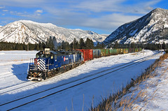 Winter at Woodlin (Moffat Road) Tags: montanaraillink mrl emd gp9 127 woodlin thompsonfalls montana local localfreight mrlfourthsub thompsonriverlumberlead train railroad locomotive winter mt