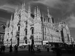 Duomo Milano centro - Italy (ClaudioLicataPA) Tags: milano architettura lombardia duomo cattedrale grattacielo street italy bw business color