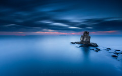 Deep blue   [ explore 30|08|2017 ] (marcolemos71) Tags: seascape portuguesecoast sea water hightide atlanticocean sky dusk clouds naudoscorvos cabocarvoeiro peniche deepblue minimalism marcolemos
