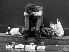 Esperando para la cerveza, el porro, el LSD y la comida - Waiting for beer, weed, LSD and food (Eva Ceprián) Tags: fotografíacallejera streetphotography hombre man mendicidad mendicancy street calle outdoors drogas drugs necesidades need blancoynegro blackandwhite donativos donations gente people nikond3100 tamron18270mmf3563diiivcpzd evaceprián