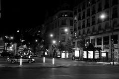 This City Never Sleeps (just.Luc) Tags: city stad stadt ville paris parigi parijs france frankrijk frankreich frança francia night nacht nuit car wagen auto voiture lights streetlight straatverlichting song lyrics