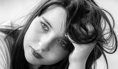 Version N&B sans montre (phonia20) Tags: fille girl adolescente portrait regard look expression visage face nb noiretblanc blackandwhite bw pentax pentaxart