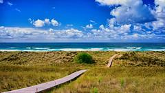 Vamos a la playa...... (hajavitolak) Tags: paisaje landscape mar sea seascape naturaleza nature nubes clouds mirrorles sinespejo evil sony sonya7ii zeiss zeiss3528 asturias spain