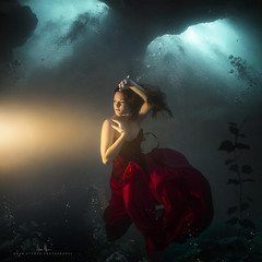 Rachel - Blue Grotto (wesome) Tags: adamattoun underwaterphotography underwaterportrait ikelite