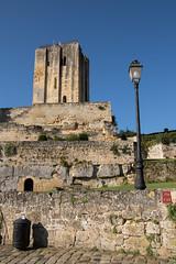 IMG_6130.jpg (Bri74) Tags: architecture donjonduroi entredeuxmers france saintemilion streetlight tower