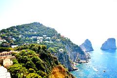 Faraglioni-Capri Italy (https://travelnelmondo.blogspot.it/) Tags: mare acqua scogli faraglioni isola vegetazione cielo barche paesaggio case capri