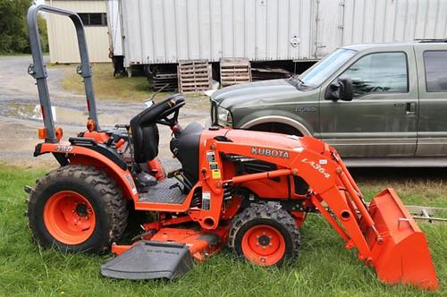 Kubota B2620 4WD HST Tractor ($12,100.00)