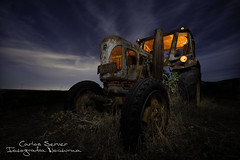 Reliving (Carlos Server Photography) Tags: stars longexposure nightscapes nightphotography clouds night abandoned lightpainting tractor old canon 1635mm fotografíanocturna largaexposición estrellas nubes abandonado lanzbulldog