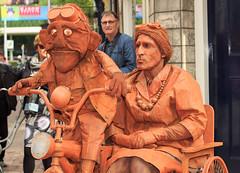 World Living Statues 2017 (H. Bos) Tags: wkworldlivingstatuesfestival worldlivingstatues livingstatues levendestandbeelden levende standbeelden streetart straattheater arnhem 2017 performance performers artists