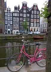 Amsterdam-May'17 (129) (Silvia Inacio) Tags: holland holanda thenetherlands amsterdam amesterdão canal boat barco bicicleta bike